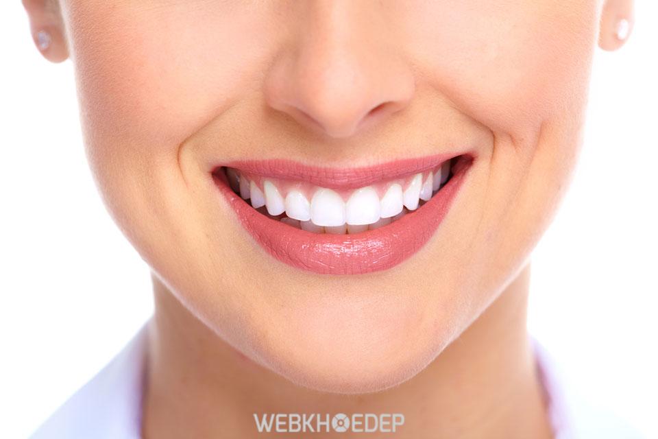 Không sử dụng son môi trong thời gian kiêng cữ để tránh làm răng bị nhiễm màu