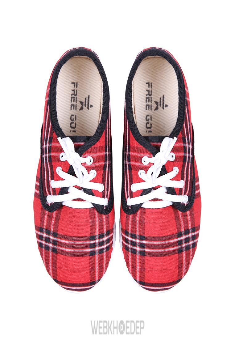"""10 mẫu sneaker """"đáng đầu tư"""" cho bạn gái dịp 8/3 - Hình 8"""