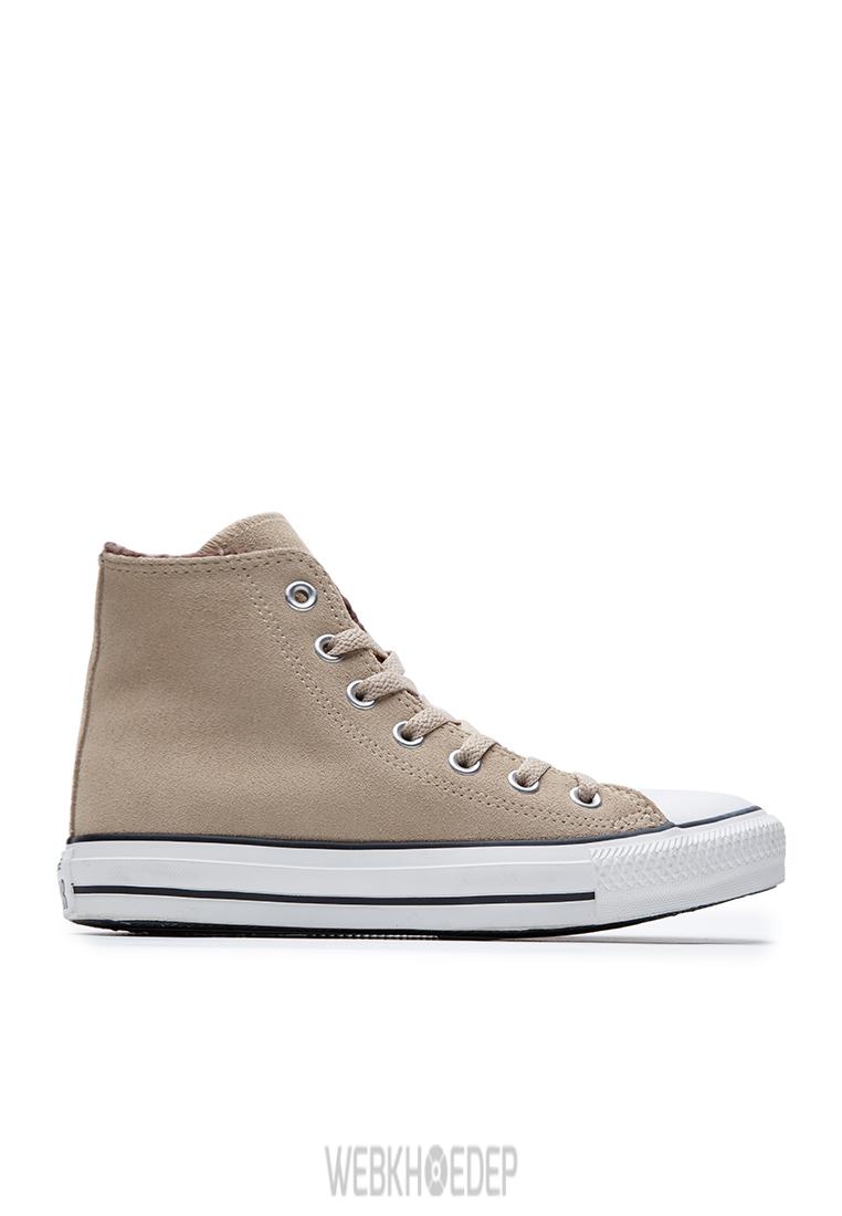 """10 mẫu sneaker """"đáng đầu tư"""" cho bạn gái dịp 8/3 - Hình 3"""
