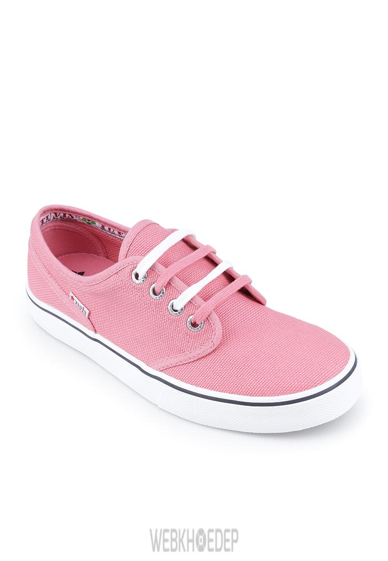 """10 mẫu sneaker """"đáng đầu tư"""" cho bạn gái dịp 8/3 - Hình 7"""