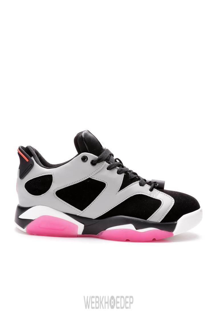 """10 mẫu sneaker """"đáng đầu tư"""" cho bạn gái dịp 8/3 - Hình 5"""