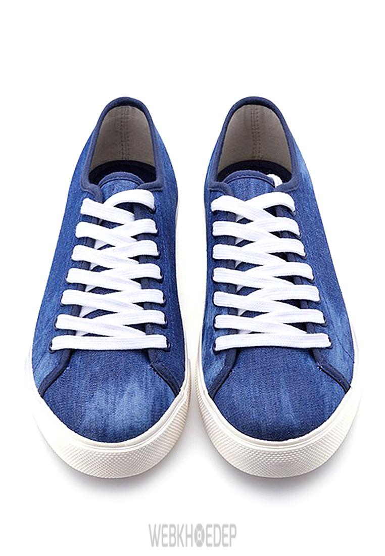 """10 mẫu sneaker """"đáng đầu tư"""" cho bạn gái dịp 8/3 - Hình 9"""