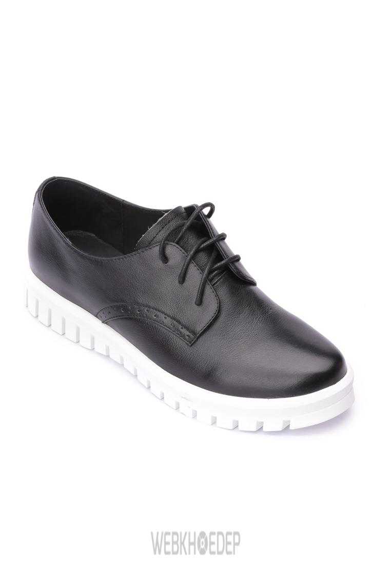 """10 mẫu sneaker """"đáng đầu tư"""" cho bạn gái dịp 8/3 - Hình 10"""