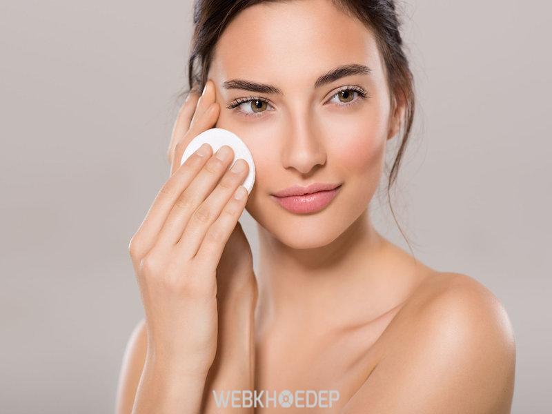 Tẩy trang là bước đầu tiên trong liệu trình chăm sóc da mặt chuyên sâu