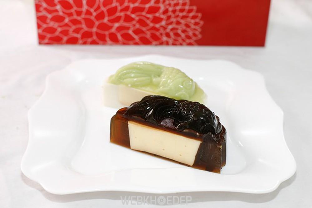 Bánh trung thu rau câu nhân hạt sen rất thơm dễ chịu và hấp dẫn