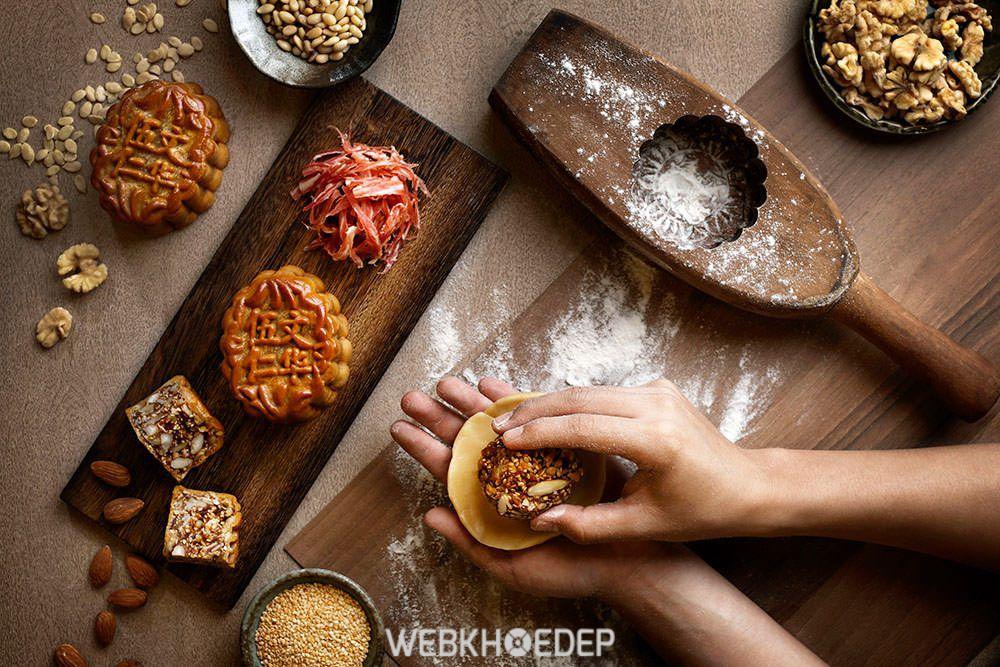 Làm bánh Trung Thu với khuôn gỗ