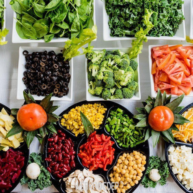 Thực hiện chế độ ăn uống cân bằng để giúp tóc chắc khỏe hơn