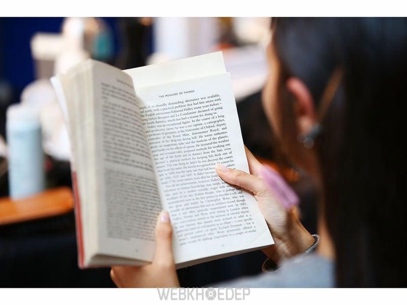 Đọc sách về tình trạng căng thẳng