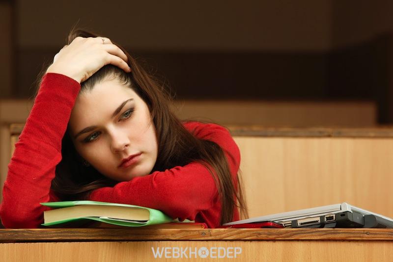 Những thay đổi về môi trường sống hay các áp lực căng thẳng gặp phải khi rời xa gia đình có thể dẫn đến hội chứng trầm cảm ở sinh viên
