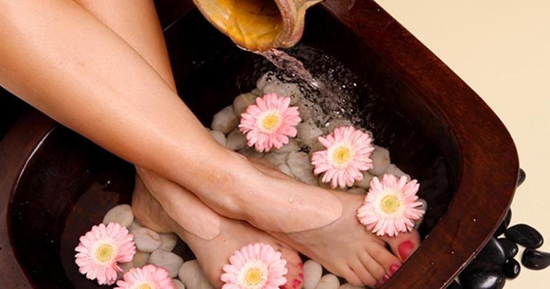 6 cách bảo vệ bàn chân ngày mưa