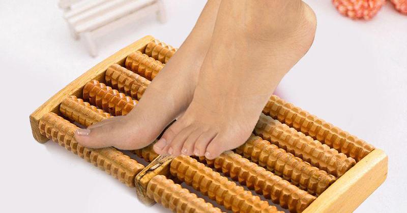 6 tác dụng của massage chân bằng gỗ cho giấc ngủ, sắc đẹp, chữa bệnh