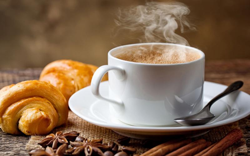 Uống cà phê sau bữa ăn