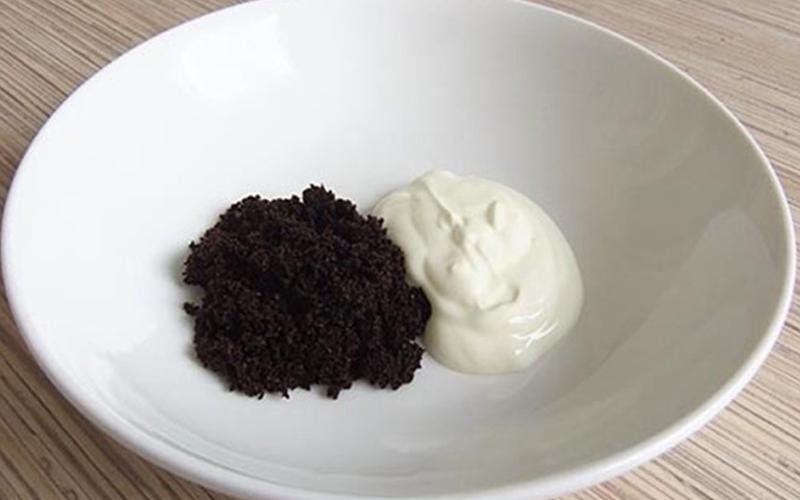Cách làm trắng da bằng bã cà phê và sữa chua