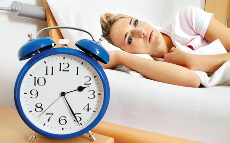 Uống nhiều cafe sẽ làm bạn thức giấc giữa đêm và làm giảm thời lượng ngủ
