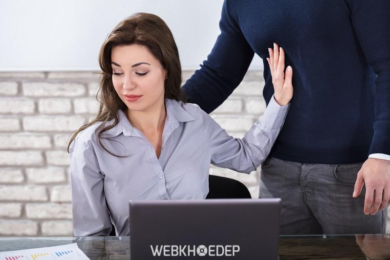 Quá thân mật với đồng nghiệp, đặc biệt trong lĩnh vực khoa học và y tế tạo điều kiện cho tình trạng quấy rối tình dục diễn ra phổ biến