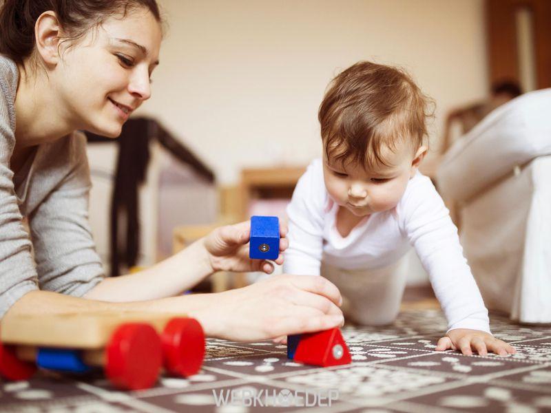 Chơi thường xuyên với trẻ để luyện tập khả năng tập trung