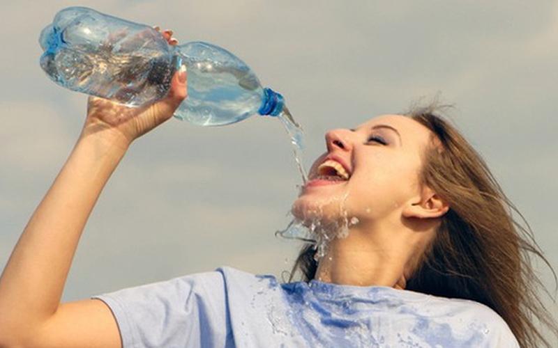 Đừng quên bổ sung nhiều nước sau khi uống cà phê
