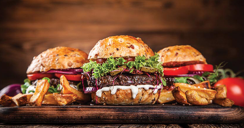 Cách làm burger tôm-bò-gà tại nhà siêu nhanh siêu ngon
