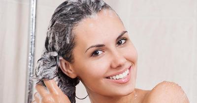 Chăm sóc tóc mùa mưa