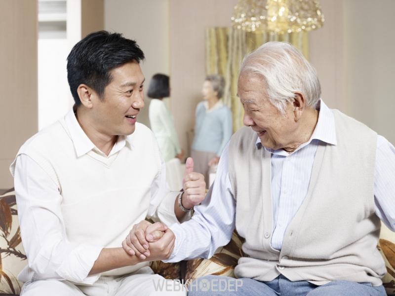 Tuổi càng cao, nguy cơ mắc ung thư gan càng tăng.
