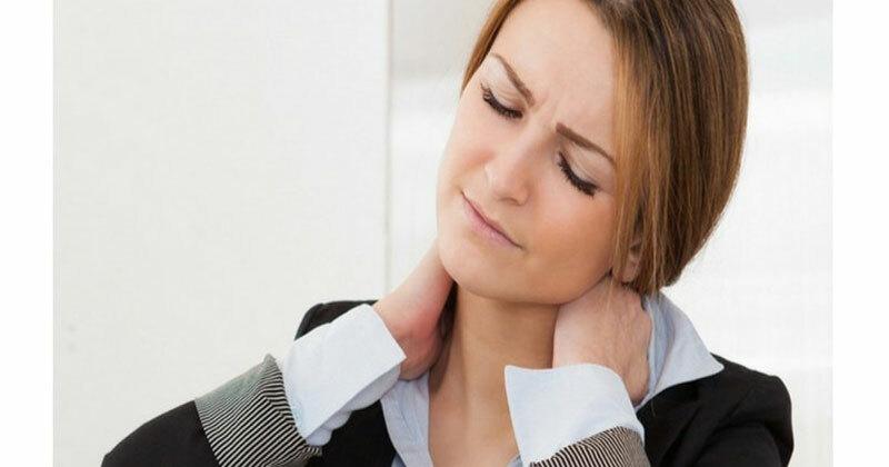 Đau cổ vai gáy: Căn bệnh của dân văn phòng