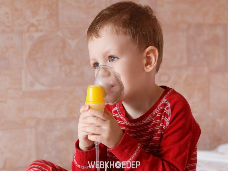 Các cơ mặt cơ vai của trẻ thường xuyên bị giật dẫn đến trẻ rất mệt mỏi