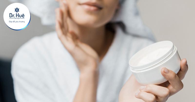 Kem dưỡng ẩm có tác dụng gì và nên sử dụng như thế nào