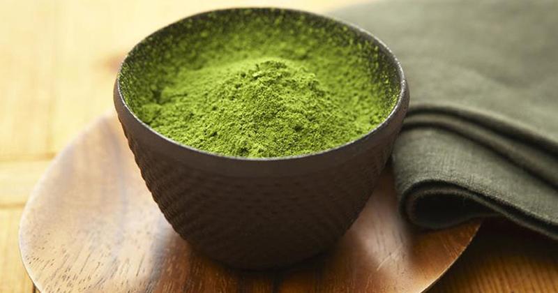 Làm bột trà xanh cực chuẩn với máy xay sinh tố