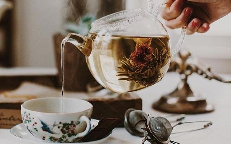 Trà đen hay trà thảo mộc là thức uống có thể thay thế cafe trong thời gian ngắn cần thiết