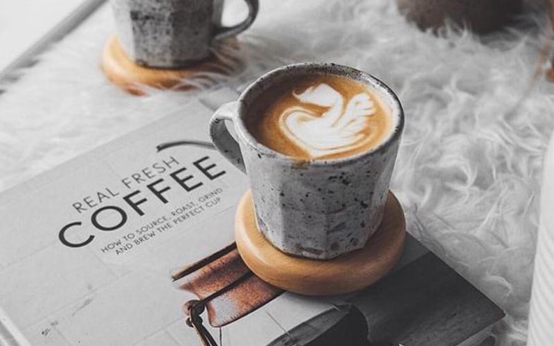 Hãy uống cafe sau khi thức dậy một lúc