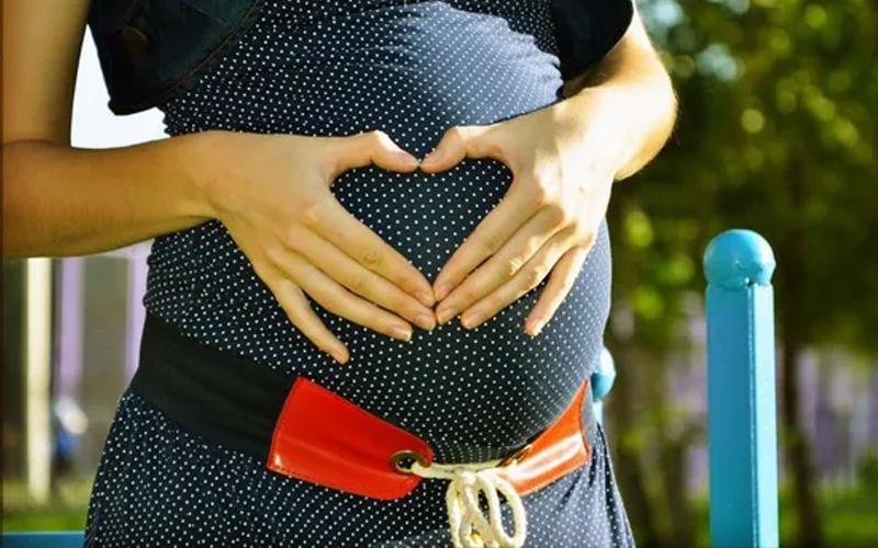 Phụ nữ mang thai có nên uống cafe