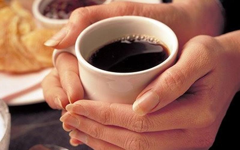 Phụ nữ nên uống bao nhiêu ly cà phê mỗi ngày?