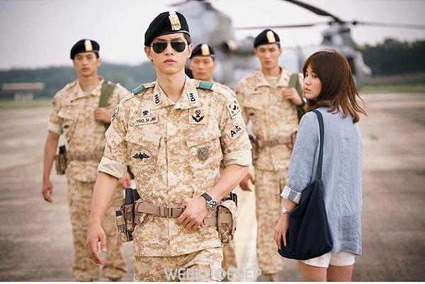 """Trang điểm tự nhiên giống Song Hye Kyo trong phim """"Hậu duệ mặt trời"""" - Hình 1"""