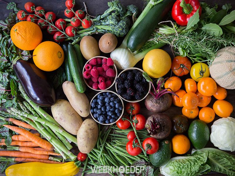 Rau xanh và trái cây rất tốt cho người bệnh ung thư đại tràng